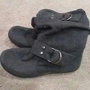 Shoes - Grey buckle boot